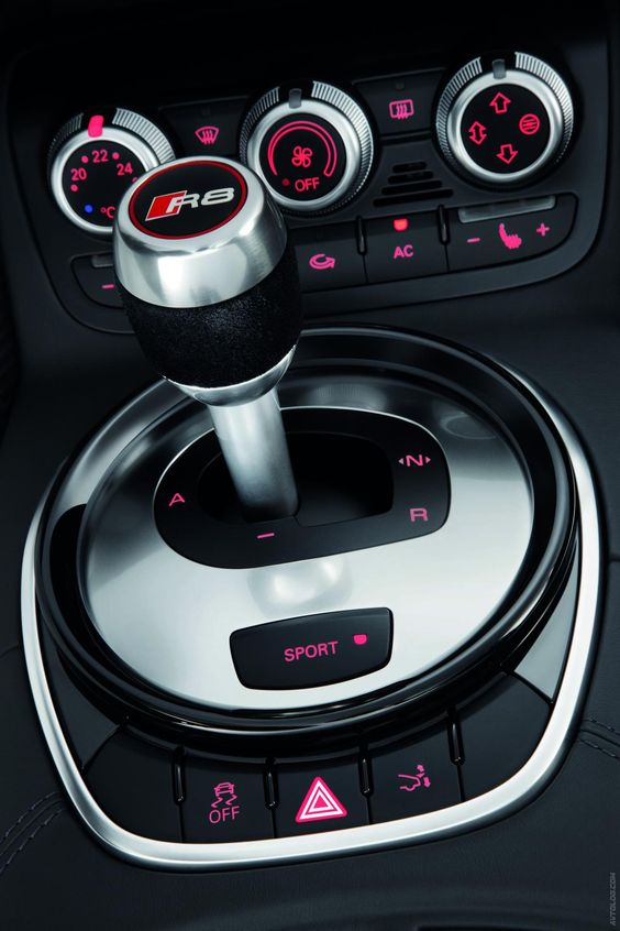 """2013 Audi R8 V10, how beautiful. Just makes me a little sad that your only """"manual"""" option is paddle shifters ):"""