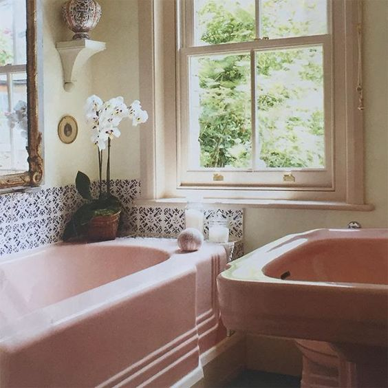 Pink Bathroom Suite With Blue White, What Colour Goes With Peach Bathroom Suite