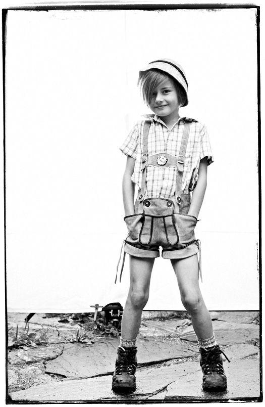 kurze maedchenlederhose lederhosen girl austrian tracht und sportalm pinterest. Black Bedroom Furniture Sets. Home Design Ideas