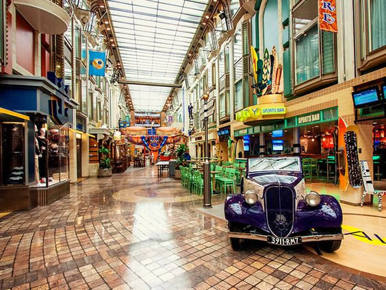 Royal Promenade, Adventure of the Seas.