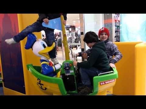 Дети в галерее играют - YouTube
