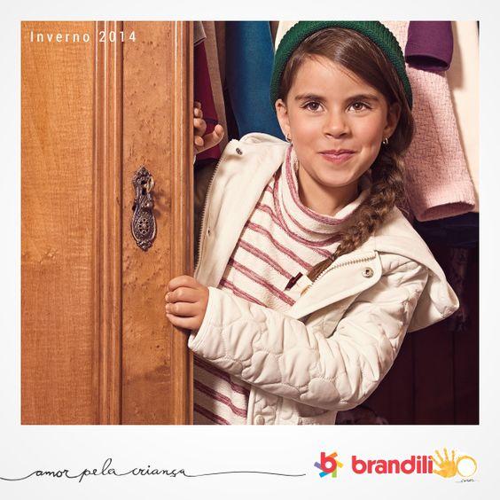 A mistura de tecidos e cores cria um look para as meninas que adoram romance e estilo #lookbrandili