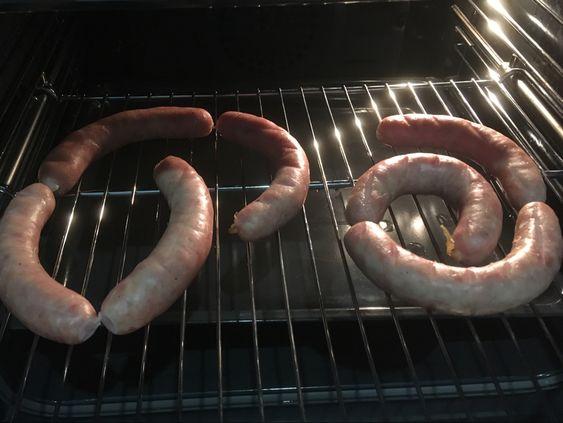 Колбаса готова, но пока в печи
