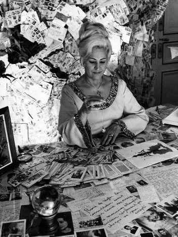Robert Doisneau - Occultisme Madame Carmen Martinez, Paris 1972