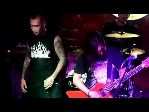 ▶ 扭曲的机器 镜子中 - YouTube (Twisted Machine) Beijing Rock Band