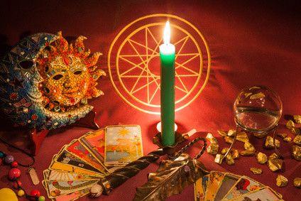 Wie schön wäre ein kleiner Anhaltspunkt für Deine Zukunft? Wahrsagen und Hellsehen verschafft Dir einen Lösungsansatz für Deine Probleme. #hellsehen #wahrsagen #kartenlegen #esoterik #gratisberatung #gratisgespräch #spiritualität