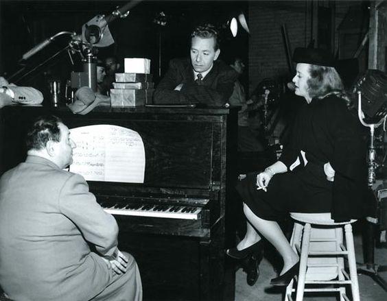 Bette Davis Estate | Erich Wolfgang Korngold mit Paul Henreid und Bette Davis in einer ...