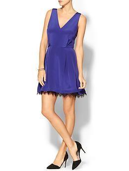 Inspiration: Azure dress + black pointy pumps + bracelet