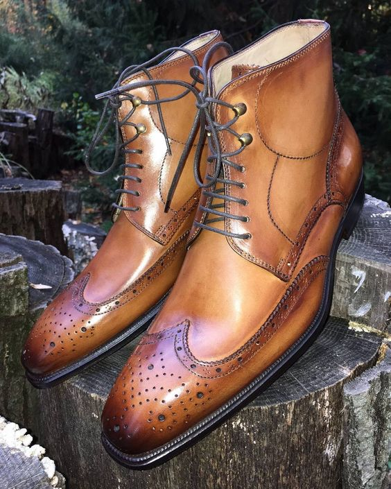 Italian flair applied to a classic short wing tip boot. By Stefano Branchini .