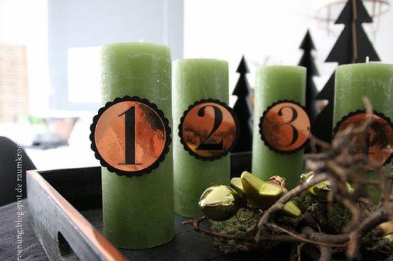 Adventskranz-Alternative: Ein Tablett in Schwarz mit Grün und Kupfer