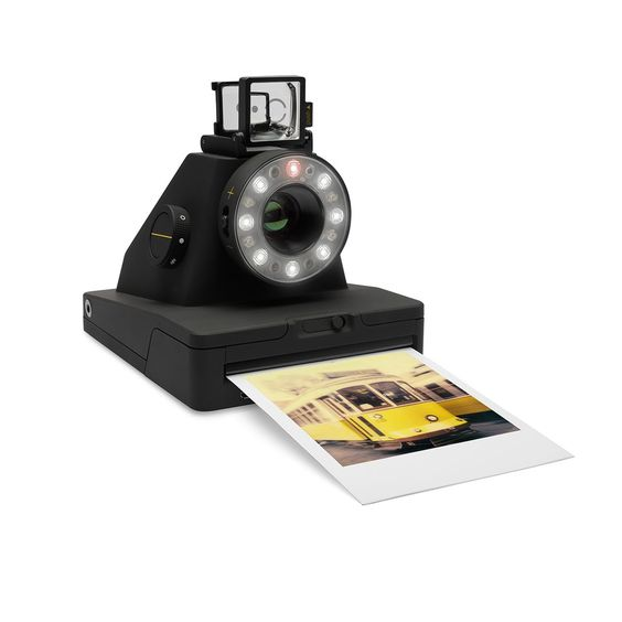 Appareil photo Analog Instant Camera I-1 - Véritable révolution, l'Analog Instant camera I-1 est le premier appareil photo hybride qui allie l'esthétique de la photographie instantanée aux performances numériques. Nul besoin de piles pour le faire fonctionner, sa batterie est rechargeable en USB et l'appareil photo I-1 s'accompagne d'une application dédiée via Bluetooth (iOS) qui permet de nombreux réglages concernant la double exposition, l'ouverture, la vitesse et le flash.