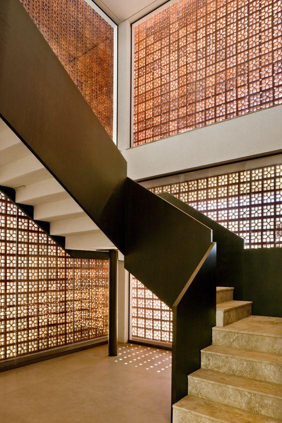 Casa Nakata, Brasília.  Detalhe da escada. Projeto ATRIA, Fotografia Edgar Cézar.