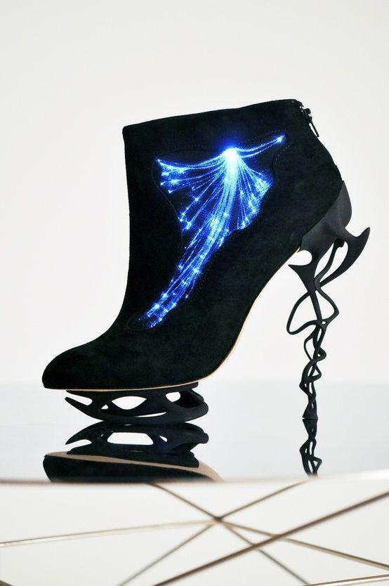 strange avant garde Clothing | ... style,neon,futuristic clothing, future fashion by FuturisticNews.com