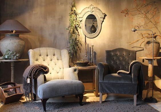 Woonkamer landelijke stijl. Met accessoires van Hoffz (rechter stoel ...