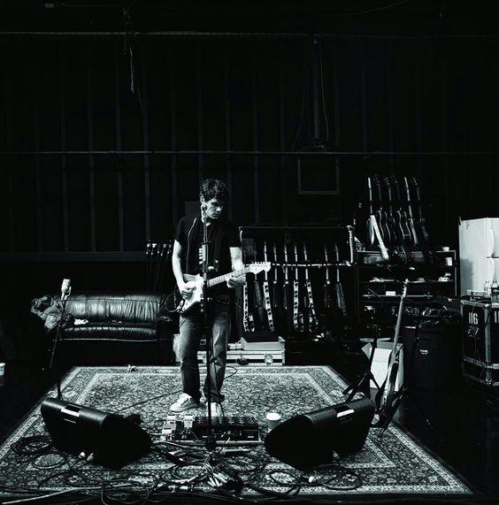 John Mayer Wallpaper: John Mayer. Classic Rug On Stage