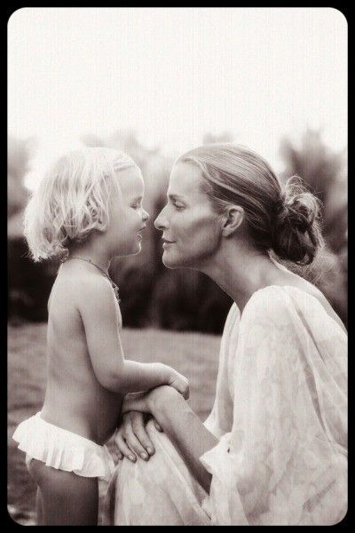 beautiful... when i am a mom, i want to get lots of black and white pictures of my kids... and me and my husband