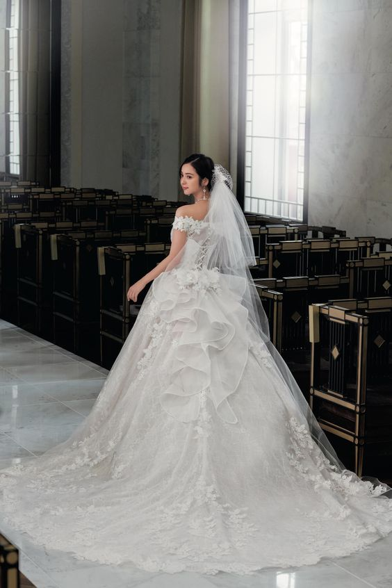 ウエディングドレスを着た佐々木希の画像