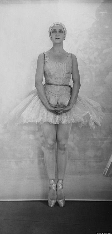 Boris Lipnitzki :: Dancer Alexandra Danilova in 'Apollo Musagete' in Paris, June 1928 (Roger Viollet Coll. via Getty Images)