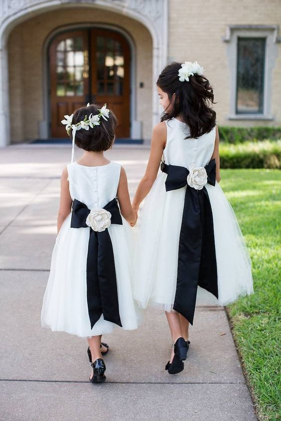 chic wedding flower girl dresses; Photo: Sarah Kate Photography: