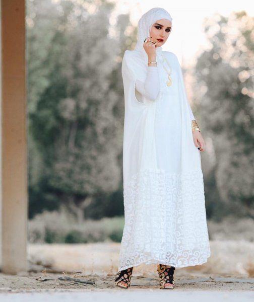 موديلات عبايات بيضاء مزخرفة وراقية من اختيار دلال الدوب Hijab Fashion Fashion Modest Wear