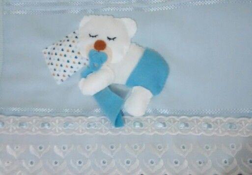 Toalha de boca com aplicação em feltro.  www.facebook.com/mimosdasbrunas