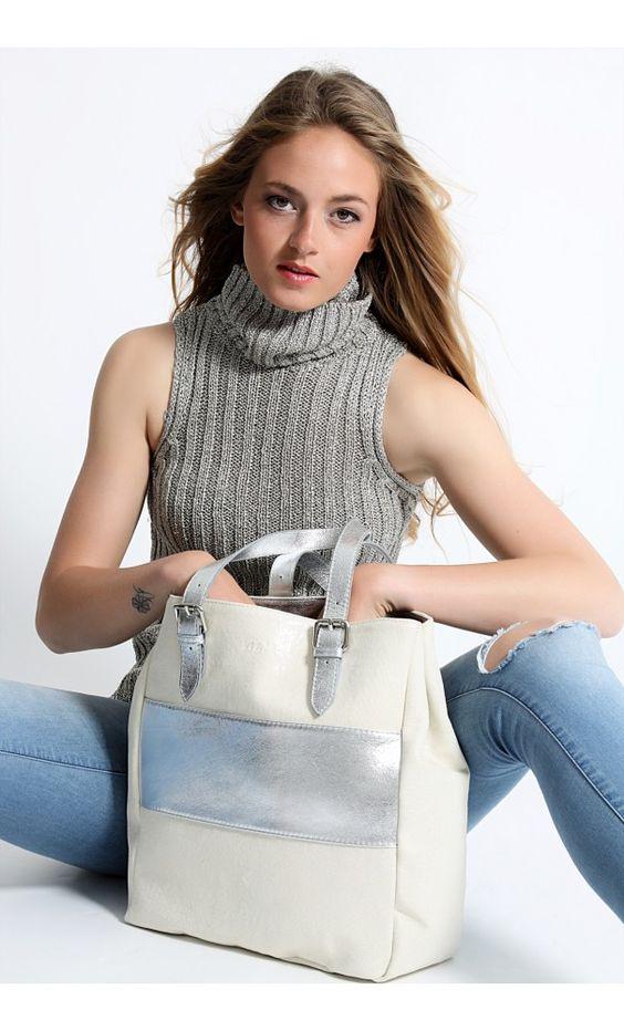 My'lé Cabas Gloria Argent :   Gloria : le cabas maxi format, modèle emblématique de la marque My'lé ! Sa toile métallisée et son cuir de vachette en font un accessoire alliant praticité et chic. Ce sac porté main ou épaule avec ses deux anses en cuir en font un indispensable de la semaine mais aussi du week-end. #my'lé #mode #sac #cabas #argent #cuir #vachette #anses #week-end #pratique #grand #qualité #tendance #chic #myle-mode à retrouver sur : www.myle-mode.com