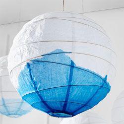 regolit h ngeleuchtenschirm in wei mit blauer wasserfarbe bemalt diy furniture pinterest. Black Bedroom Furniture Sets. Home Design Ideas