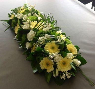 Hermosos Y Autenticos Arreglos De Mesa Para Presentacion Arreglos Florales Funerarios Arreglos Florales Sencillos Arreglos Florales