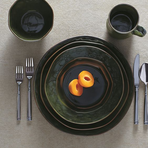 Did you know #Skyros Designs dishes are handmade in Portugal? Their dinnerware plates, bowls and mugs feature organic shapes and brilliant colors. Shop now or stop by the store: http://apps.agenne.com/CategoryDisplay.cfm?cat=20073&cid=377 #ArteItalica #MatchPetwer #CarrolBoyes #ItalianCeramics #PolishPottery #Vietri #ShopTheClayCorner