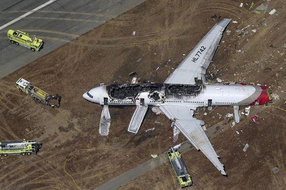 7. Juli: In San Francisco ist am Samstagabend (unserer Zeit) eine Boeing 777 verunglückt. Zwei Menschen starben, mehr als hundert wurden verletzt ins Krankenhaus gebracht. Foto: reuters www.noz.de/73317160/
