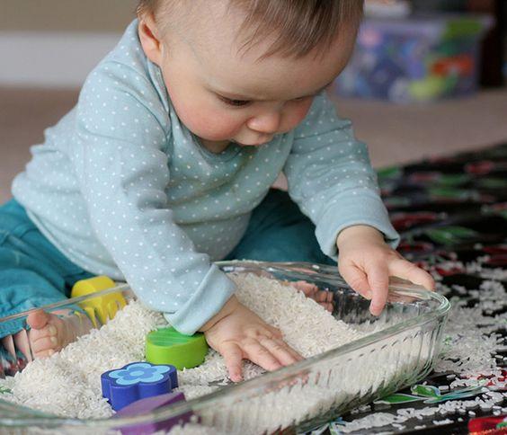 Juegos sensoriales incre bles para tu beb manualidades for Actividades para el jardin de infantes