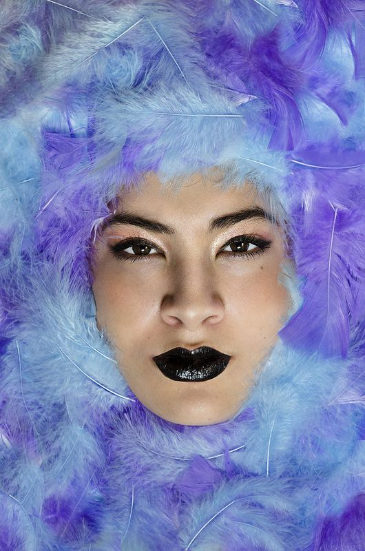 por Agus Bobadilla - #fashion #photography #nature #portrait #inspiration  #sun #sunlight #photo #photographer  #green #girl #beauty #model #fashionphotography #editorial #black #biglips #feathers