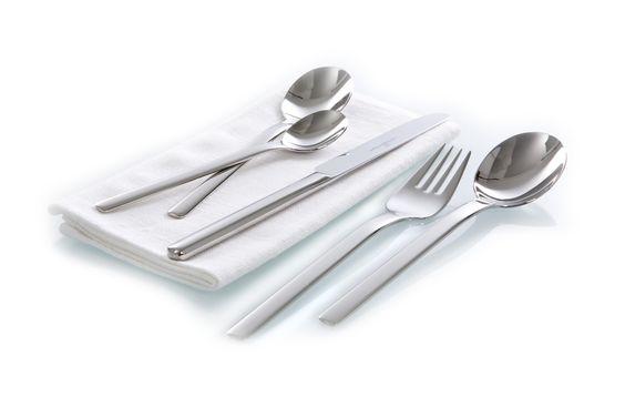 Keltum  Fris is krachtig in zijn uiterlijk en stijl. De strakke lijnen van Fris zijn eenvoudig maar toch vernieuwend en tijdloos. Voor elk moment van de dag zal Fris zorgen voor sfeer en een maximale eetbeleving aan tafel.