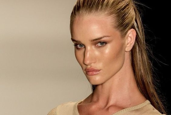 Rosie Huntington-Whiteley wears a healthy, natural glow...just can't beat this fresh look!