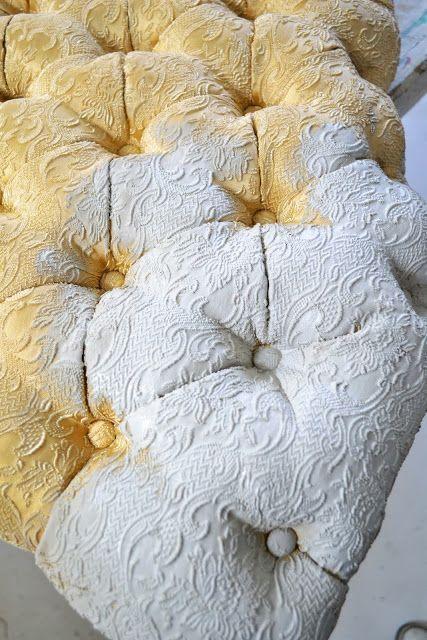 Textiel verven, daarna afwerken met blanke antiekwas. Meer info: www.de-oude-bank.nl