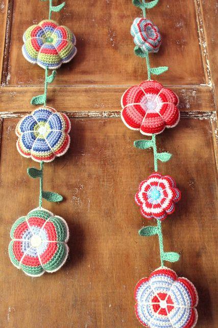 Crochet flower garland by little woollie, via Flickr