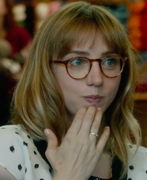 Identify products seen with Chantry (Zoe Kazan) including clothes, sunglasses, shoes and more.