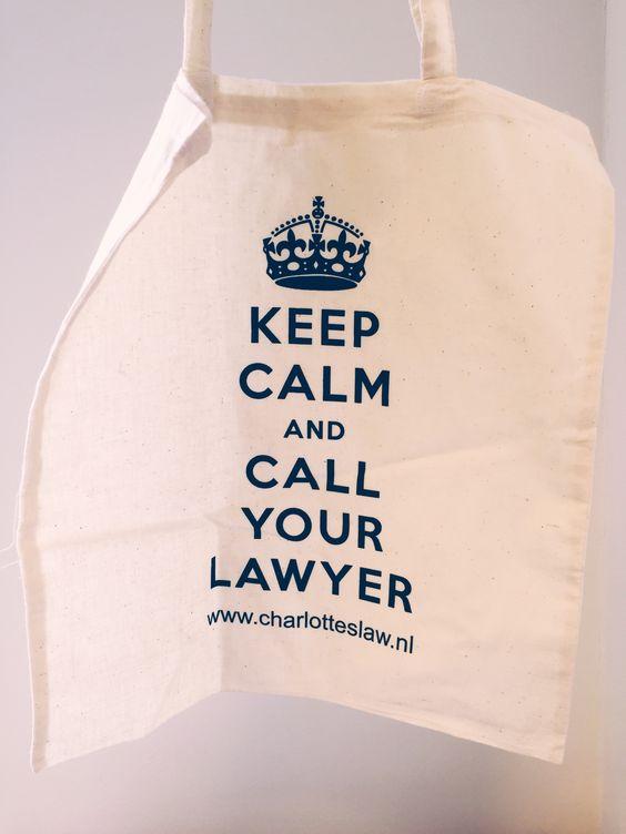 handige katoenen tas, bijvoorbeeld voor boodschappen. Licht van gewicht, klein op te vouwen, met leuke aansprekende tekst - Keep Calm and Call Your Lawyer