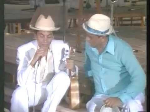▶ PAULINHO DA VIOLA E A VELHA GUARDA DA PORTELA - YouTube