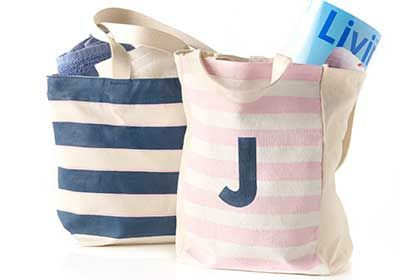 Get the simple DIY for these monogrammed beach totes crafted with #marthastewartcrafts paints! #madaboutcolor