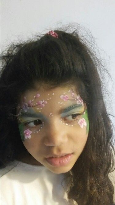 Spring eye facepaint