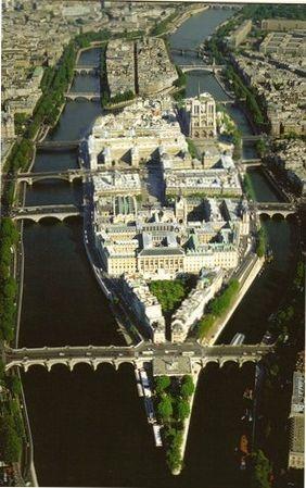 Île de la Cité, Paris (Palais de Justice, Hôtel Dieu et la cathédrale Notre Dame)