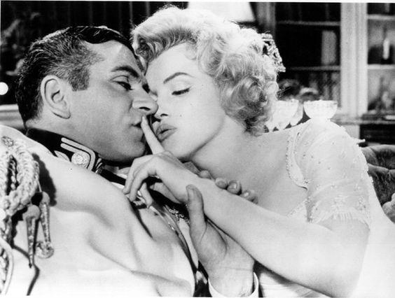 La carrera cinematográfica de Marilyn Monroe es muy extensa, algo que no se tradujo en premios o nominaciones a estos, salvo en puntuales ocasiones. 'El Principe y la Corista' es una de ellas, en número de premios personales fue su mejor película con un BAFTA a mejor actriz extranjera, un Premio David de Donatello y un Premio Crystal Star en la misma categoría, película en la que compartió protagonismo con Laurence Olivier, también como director.