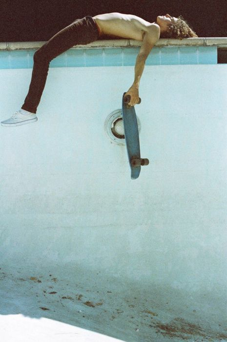 スケートボードと休憩中