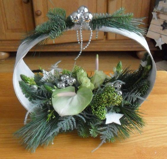 Kerststukje in bewerkt palmblad bloemschikken pinterest - Deco halloween tafel maak me ...