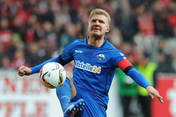 Der Postillon: SC Paderborn 07: Stefan Effenberg stellt sich für nächstes Spiel selbst auf