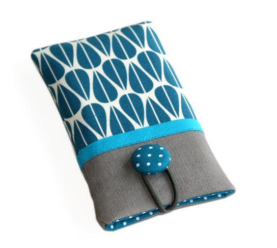 """Diese Handyhülle ist nicht nur ein praktischer Schutz,  sondern auch ein schönes und zugleich individuelles """"Kleid"""" für Dein Handy :-)  Außenstoff: Schöner moderner Canvasstoff aus der Serie..."""