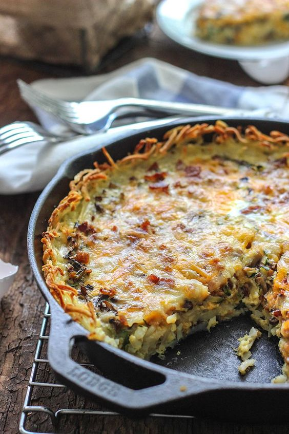 Enjoy a crispy hash brown crust in this hash brown breakfast quiche filled with custard, zucchini, mushrooms and bacon!