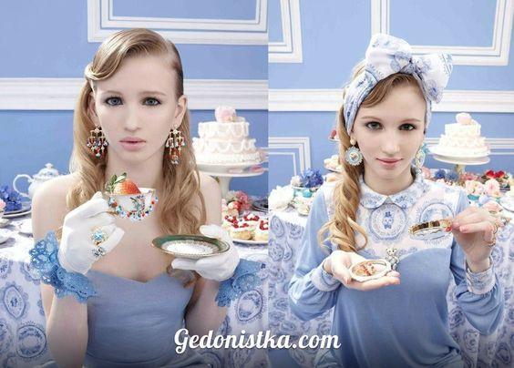 фотосессия наивный романтизм  В ней преобладают нежные — розовые, голубые цвета. Мелкие принты на скатертях и белые кружевные манжеты.