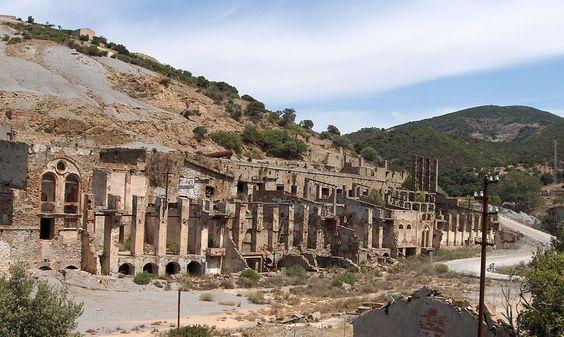 Ruínas de lavaria das Minas de Ingurtosu.  Comuna de Arbus. * Ilha da Sardenha * Itália.